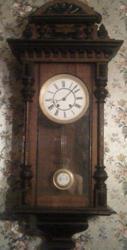 Настенные часы  боем H.Moser