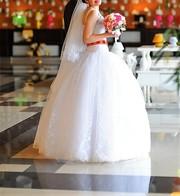 Свадебное платье в отличном состоянии. Цена в рублях!