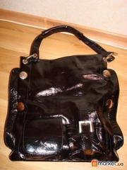 Продается лаковая натуральная сумка .